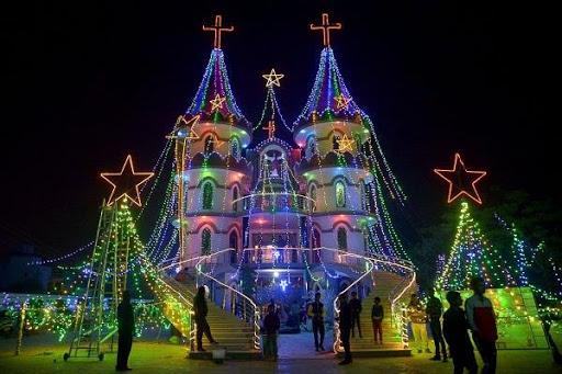 Le Noël dans les deux grands pays, comment leurs citoyens le célèbrent?