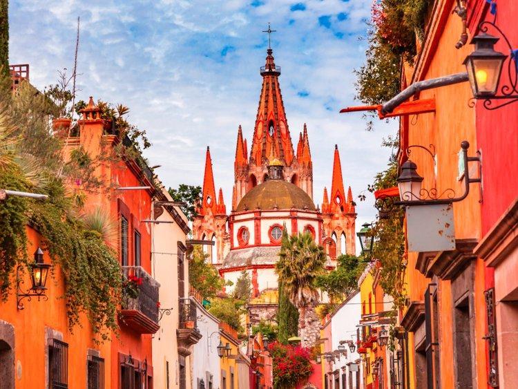 Amigos, bienvenue au Mexique, un pays lumineux de sites touristiques