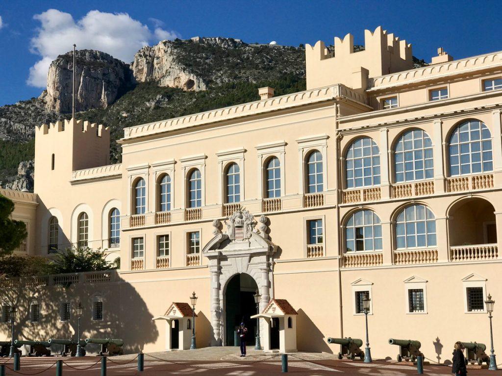 Un petit pays autour de la France qui est charmant et mérité à visiter : Salut Monaco !
